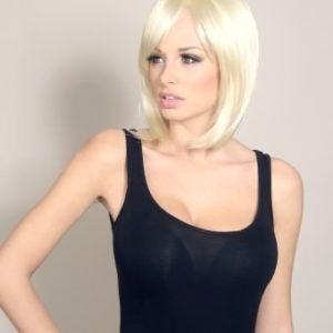 Sara - Blonde inverted bob wig