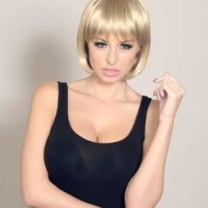 Lynda - Golden blonde bob wig