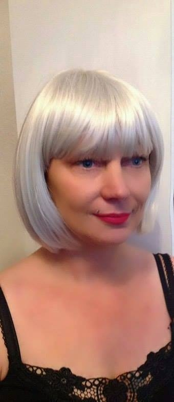 Kay - Short grey bob wig