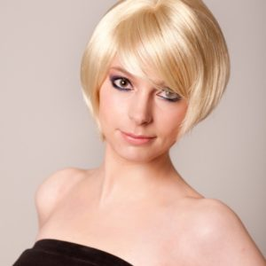 Anne - Extra short honey blonde bob wig