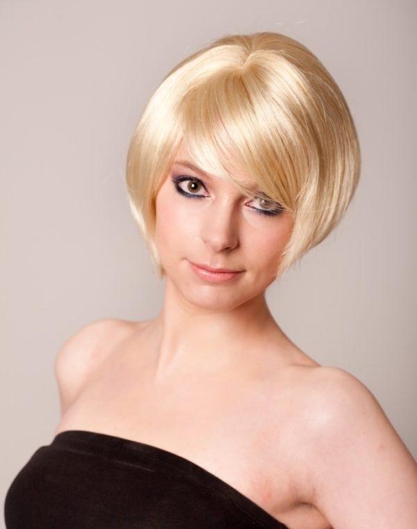 Anne - Extra short honey blonde bob wig